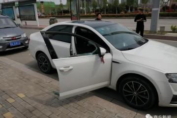 商丘归德路公共停车位内5辆轿车车窗玻璃被砸...