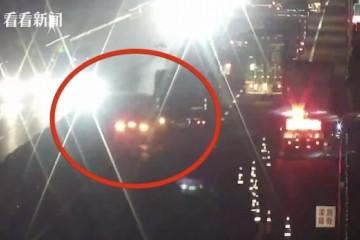 车损百万大卡车变道与兰博基尼相撞它太低了